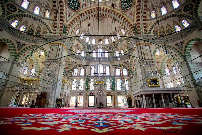 В Мечети Сулеймание в Стамбуле покоится сам султан Сулейман Великолепный и его любимая жена Хуррем (Роксолана)