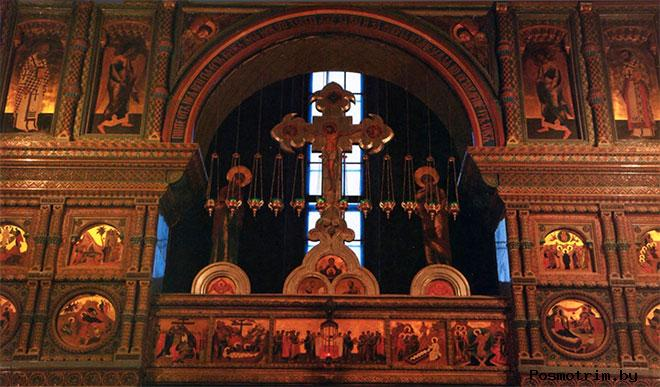 Внутри Петропавловского собора Петергофа