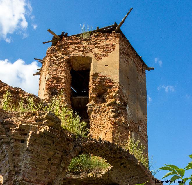 Угловая башня - самая сохранившаяся часть дворца в Гольшанах