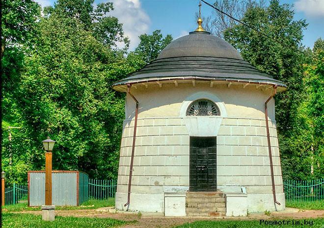 Круглая «башенка» - ризница-кладовая при церкви Влахернской Богоматери