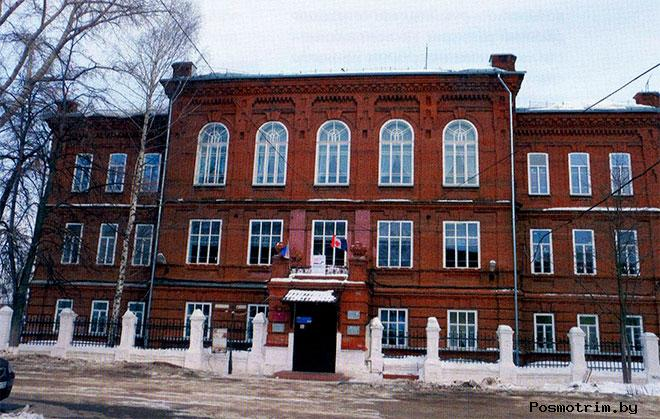 Здание женской гимназии Серапул