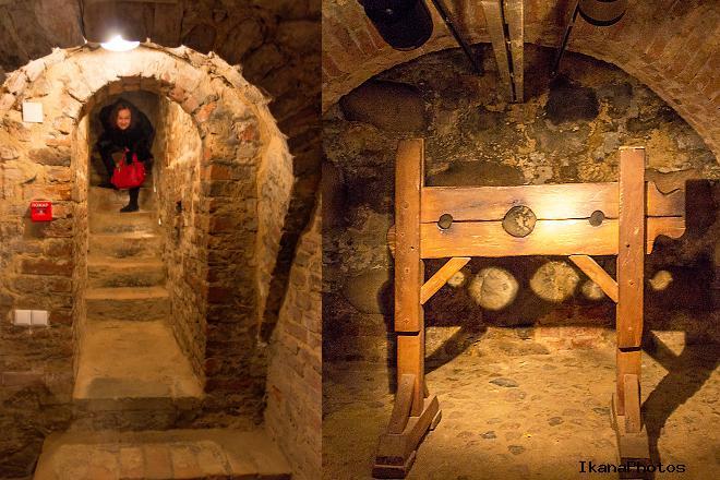 На фото темница в подвале башни