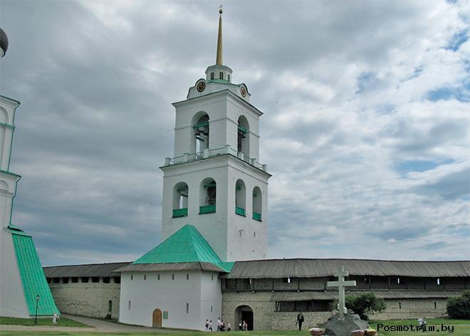 Колокольня Троицкого собора Пскова