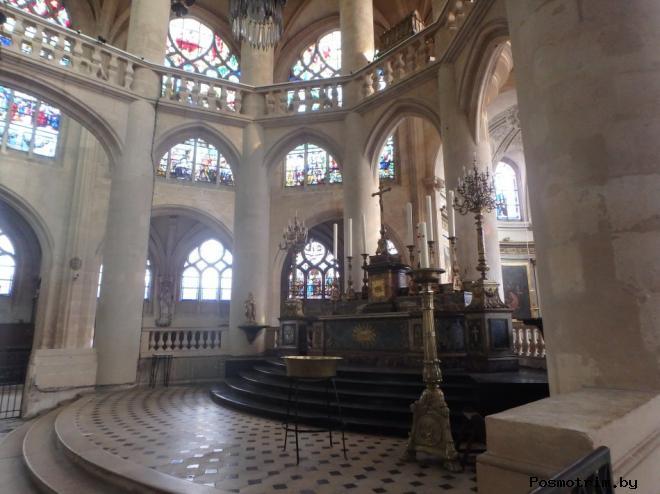 Плита, где был убит архиепископ Парижа Сибур