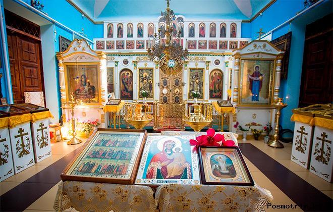 Внутри храма Покрова Пресвятой Богородицы в Тамани