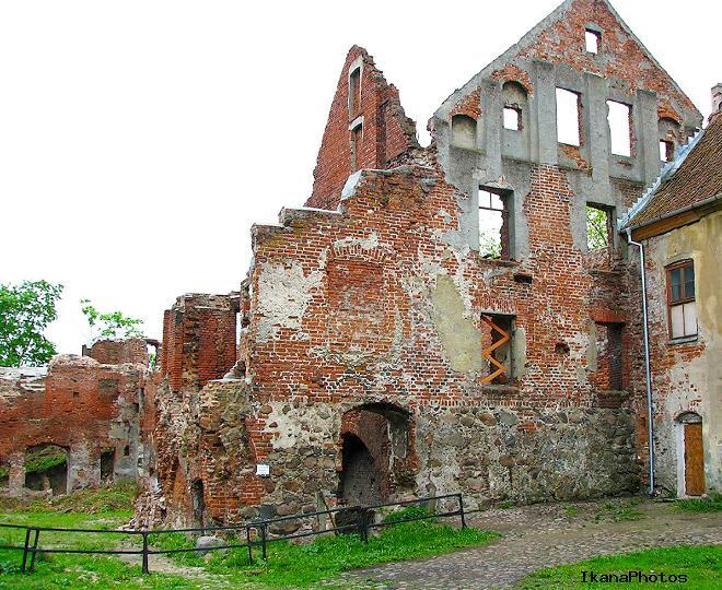 В подвалах и подземных ходах Быховского замка до сих пор находят незахороненные человеческие останки