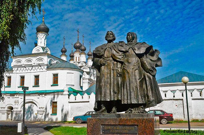 Памятник Петру и Февронии в Муроме