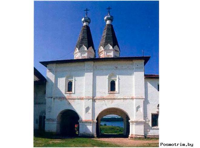 Надвратные церкви Ферапонтова монастыря