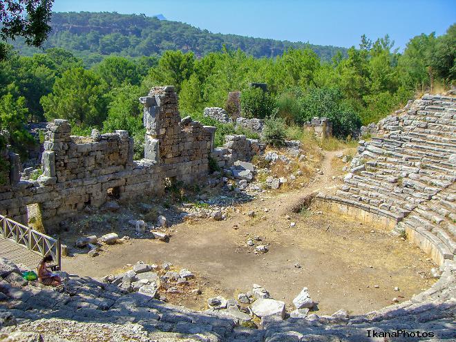 Древний город Фазелис помимо античных строений известен также своими живописными пляжами