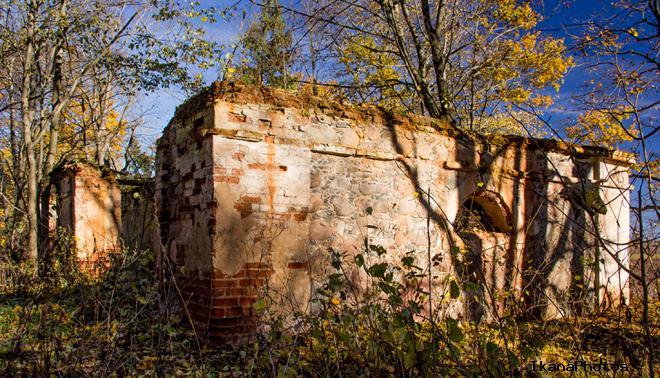 Усадьба Боровских - Шумских, наши дни. Огромные подвалы и стены с памятными камнями