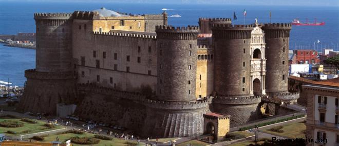 Замок Кастель-Нуово Италия