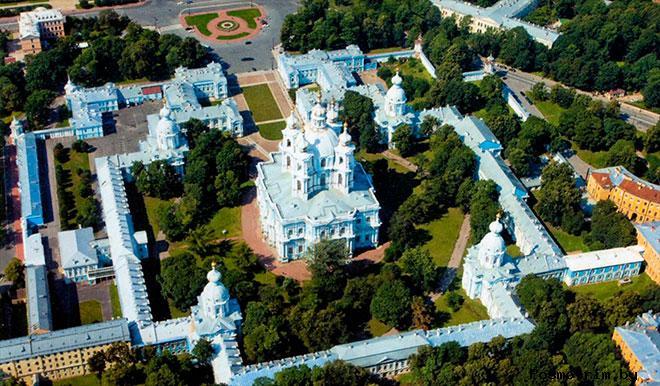 Строительство Смольного собора в Санкт-Петербурге