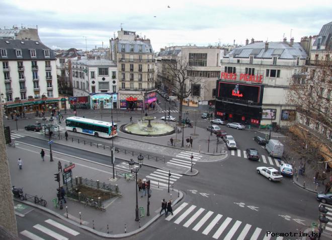 Площадь Пигаль в районе Монмартр в Париже
