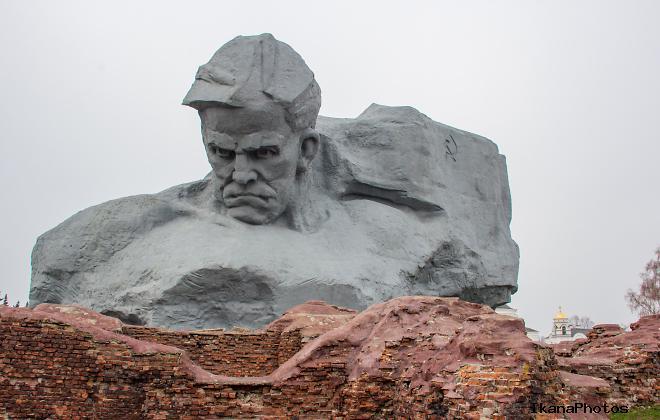 Вечная память героям обороны Брестской крепости .