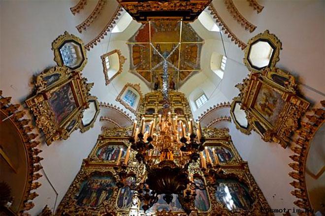 Интерьер церкви Покрова Богородицы в Филях