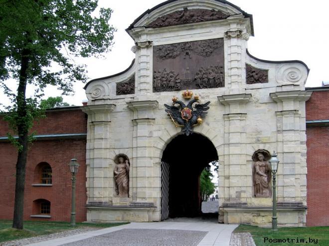 Петровские ворота Петропавловской крепости Санкт-Петербурга