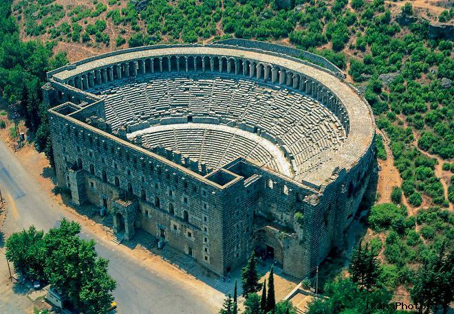 Главная достопримечательность древнего Аспендоса – арена Аспендос