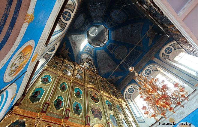 Интерьер Крестовоздвиженской церкви Иркутска