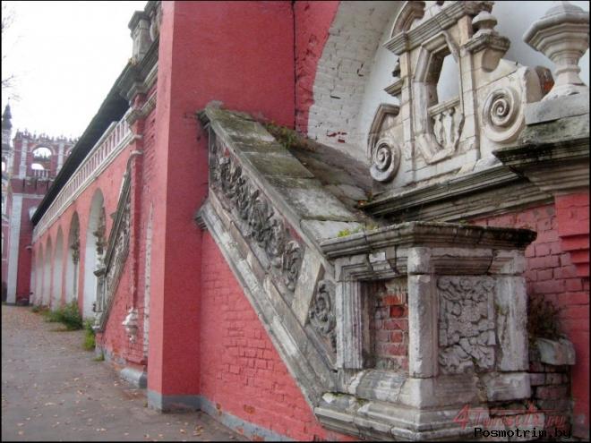 Архитектурный некрополь Донского монастыря