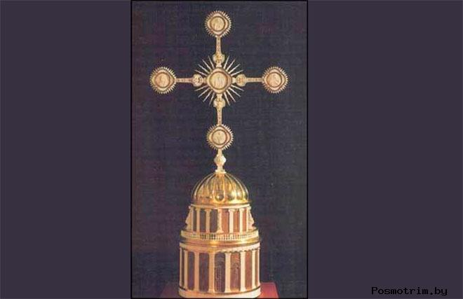 Животворящий Крест Петропавловского собора подробно