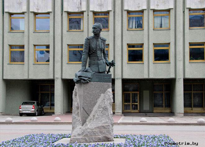 Памятник Брусилову в Санкт-Петербурге