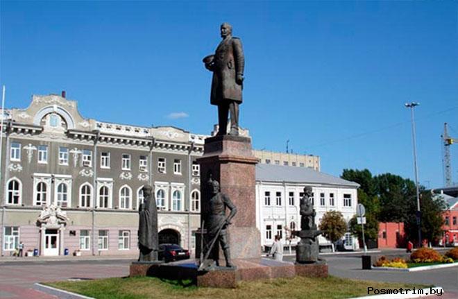 Памятник Столыпину Саратов
