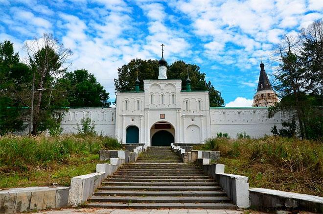 Надвратный Феодоровский храм Александров