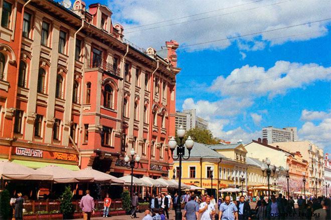Арбат от музея Пушкину к Плотникову переулку