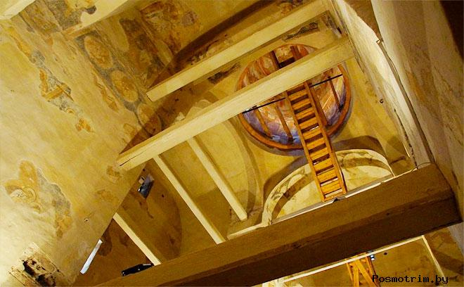 Интерьер церкви Феодора Стратилата на Ручью