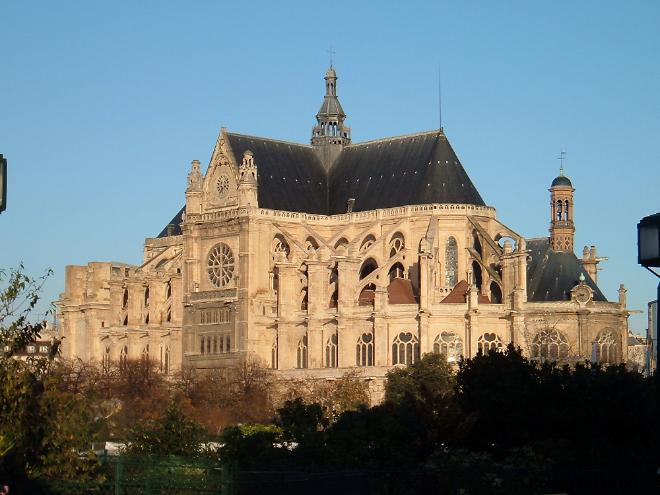 Архитектура Церкови Сент-Этьенн-дю-Мон