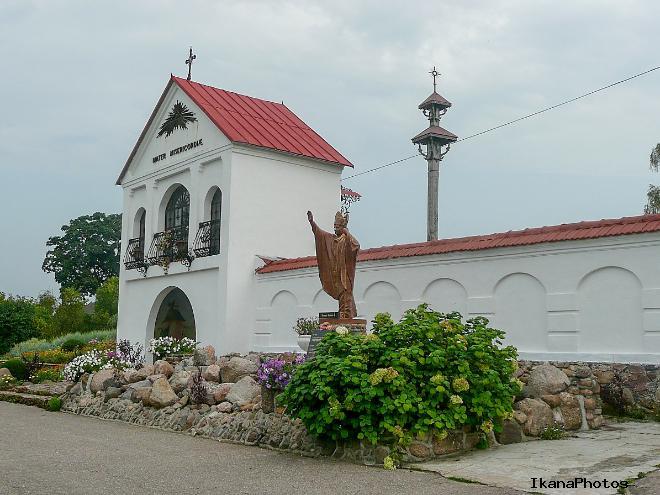 Костёл Святой Анны Мосар и пятиметровая статуя Христа
