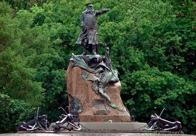 Памятник адмиралу Макарову Кронштадт