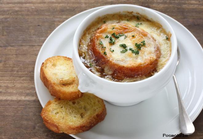 Луковый суп — soupe à l'oignon gratinée