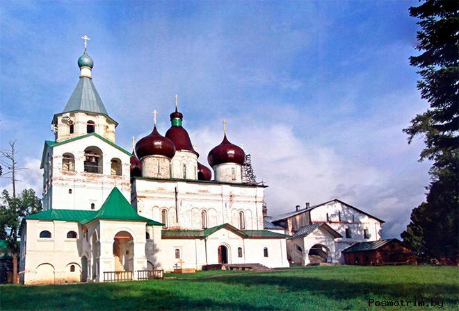 Строительство каменного Троицкого собора Антониево-Сийского монастыря