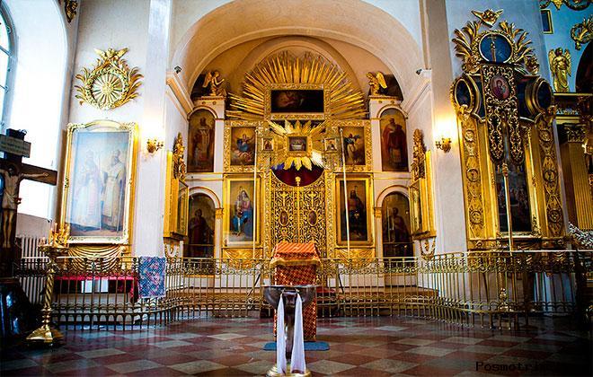 Преображенский собор Петербурга внутри