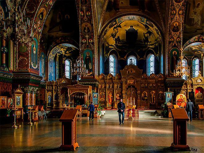 Внутри Храма Успения Пресвятой Богородицы в Санкт-Петербурге