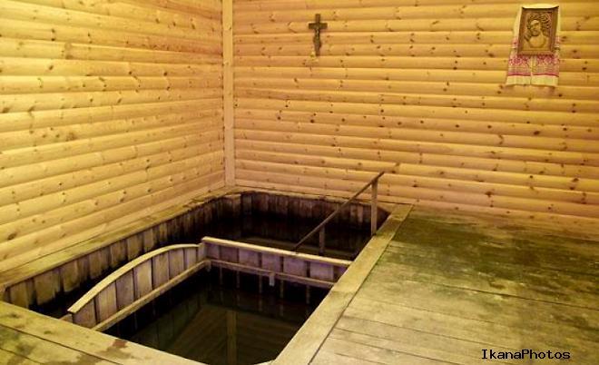 Святой источник и купель в Сынковичском храме