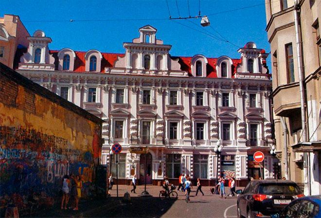 «Стена Цоя» и дом Мельникова
