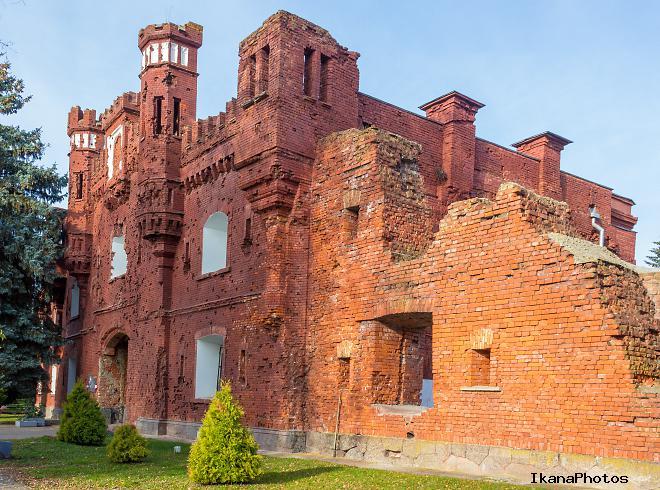 Брестская крепость - холмские ворота .