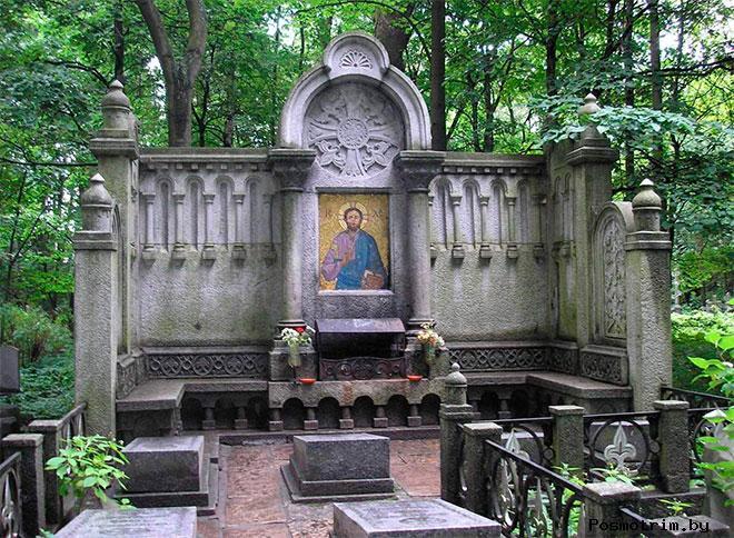 Смоленское православное кладбище, Смоленская церковь и Часовня Ксении Блаженной