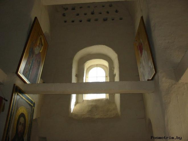 Интерьер Ильинского храма в Выбутах