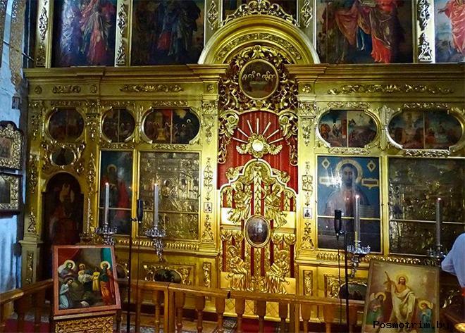 Внутри храма Пресвятой Богородицы на Городне