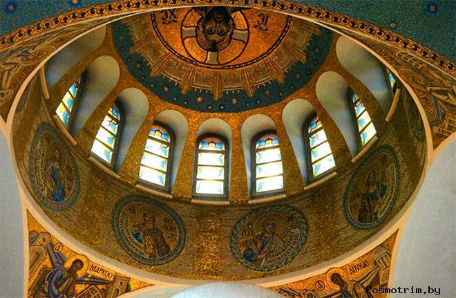 Внутри Храма иконы Божией Матери «Знамение» в Кунцево