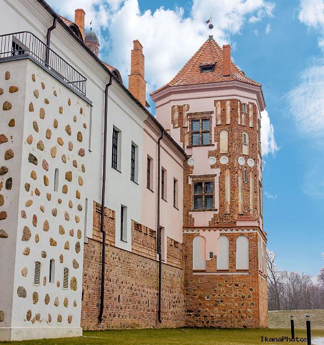 Башни замка в Мире