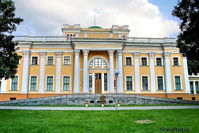 Дворец Румянцевых-Паскевичей на берегу Сожа в Гомеле