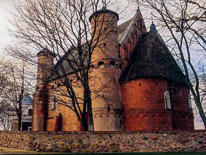 Сынковичская церковь-крепость - одна из трёх похожих церквей-сестёр
