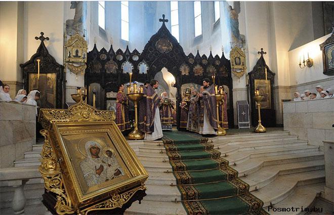 Внутри Воскресенского храма в Сокольниках