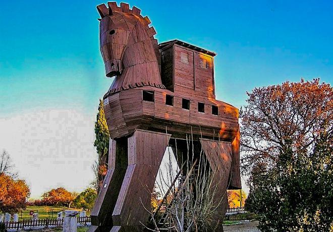 Древняя Троя или легендарный Илион Турция фото история как добраться где расположен город Троя