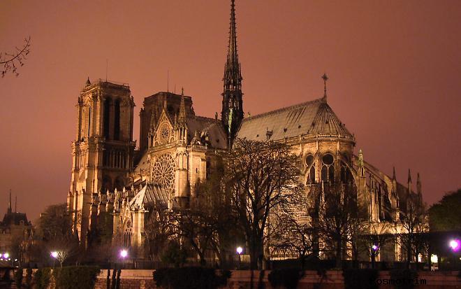 Полная архитектура собора Парижской Богоматери Нотр-Дам де Пари