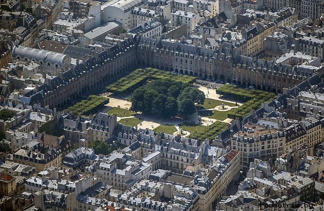 Площадь Вогезов – самая старинная площадь Парижа